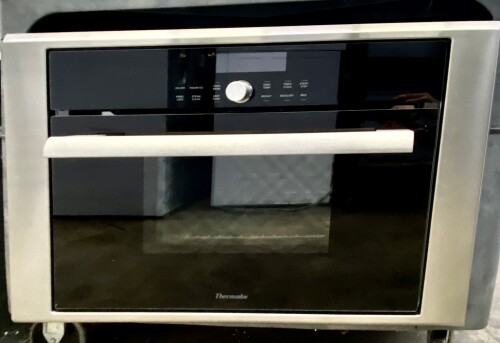 Model: MES301HSX | Thermador Masterpiece Series Steam and Convection Oven (DEMO MODEL)