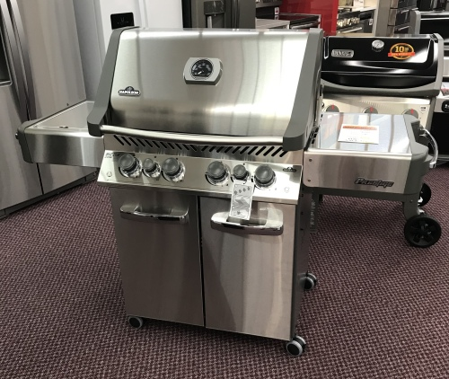 Napoleon NAPOLEON STAINLESS STEEL LP GAS GRILL - HOT BUY!